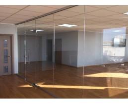 Офисная перегородка из цельного стекла