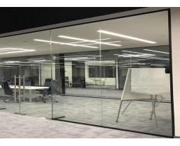 Офисные цельные перегородки из стекла