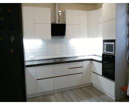 Белая глянцевая кухня без ручек в Броварах. Видео.