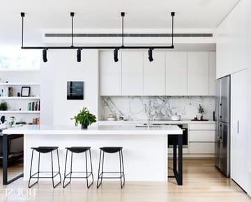 Варианты белых кухонных фасадов: 4 глянцевых и 5 матовых