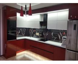 Красно-белая кухня без ручек с крашеными фасадами МДФ