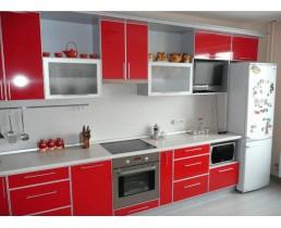 Прямая кухня с крашеными фасадами