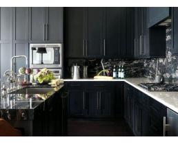 Угловая чёрная кухня в классическом стиле
