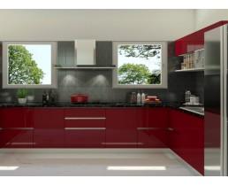 Угловая красная кухня с окном