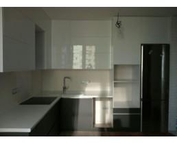 Встроенная кухня без ручек, до потолка. Фасады AGT Soft Touch. Видео.