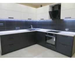 Угловая кухня   на заказ с фасадами Skin Calabianca.