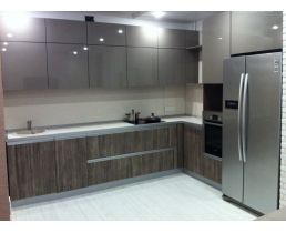 Кухня на заказ с фасадами  Alvic из коллекций Pearl Effect и Jade