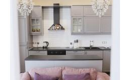 Кухня с островом, серые крашеные матовые фасады МДФ