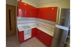 Недорогая кухня с красными фасадами МДФ. Видео