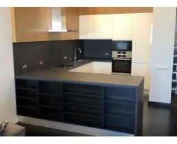 """Угловая кухня с крашеными фасадами МДФ. Цвет """"Жемчужно-белый"""""""