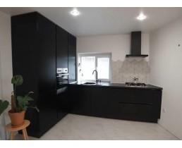 """Современная встроенная кухня. Фасады AGT Soft Touch """"Черный шелк"""". Видео"""