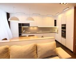 """Кухня под потолок с матовыми фасадами AGT Soft Touch """"Кремовый Шелк"""""""