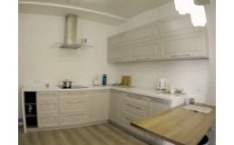 Кухня под заказ с крашеными матовими фасадами. Фрезеровка рамка