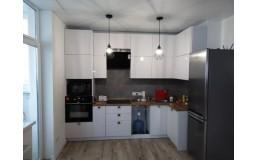 Белая глянцевая кухня до потолка. Фасады МДФ. Видео