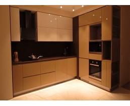 """Угловая кухня с акриловыми фасадами """"AGT""""  торцевой ручкой RV 1"""