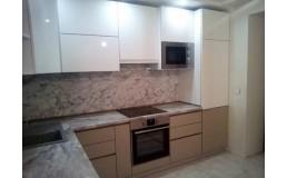 Кухня под заказ. Акриловые фасады капучино и белый глянец. Видео