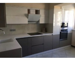 Угловая кухня со встроенной техникой. Фасады AGT Soft Touch.