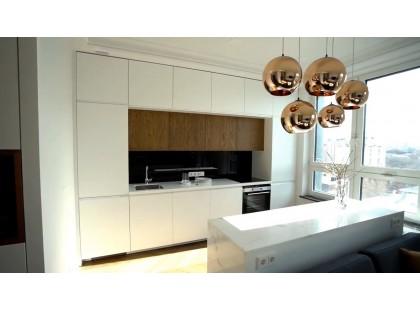 Кухня под заказ. Крашеные фасады мат Белый Шелк. Видео