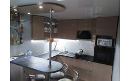 Кухня на заказ с акриловыми фасадами AGT, фурнитура Hettich. Видео