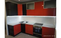 Черно-красная угловая кухня с матовыми и глянцевыми фасадами  AGT 723 и 600