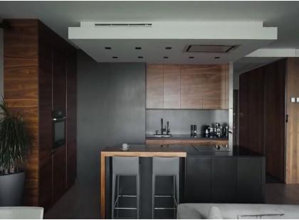 Кухня с островом в современном стиле Loft с акриловыми и шпонироваными фасадами