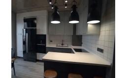 Встроенная кухня Loft. Кухня без ручек с фасадами Alvic и островом. Видео