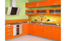 Оранжевая кухня с крашеными фасадами