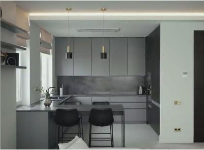 Встроенная п-образная кухня на заказ с матовыми акриловыми фасадами Niemann и Шпон. ЖК SEVEN