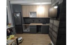 Кухня на заказ с крашеными фасадами и ДСП Egger Дуб Небраска. пер. Феодосиевский