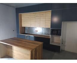 Встроенная кухня на заказ с крашеными фасадами и островом в стиле Loft. Белогородка