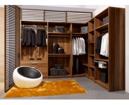 Элегантная гардеробная комната в современном стиле.