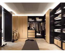 Стильная гардеробная комната с подсветкой.