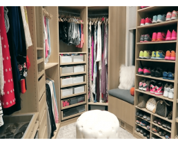 Современная гардеробная комната для молодой девушки. Видео.