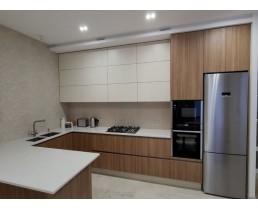 П образная кухня без ручек с фасадами Cleaf, фурнитурой Blum. ЖК Варшавский квартал