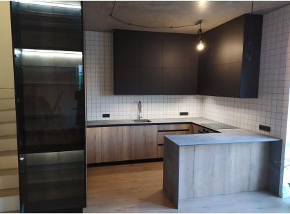 Встроенная п образная кухня на заказ. Кухня без ручек и до потолка. Видео. С. Борщаговка