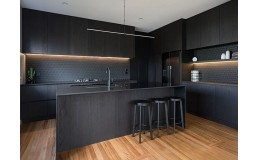 Встроенная дизайнерская кухня без ручек с островом и фурнитурой Blum. Иванковичи