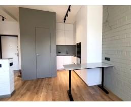 Кухня на заказ в стиле минимализм. Кухня до потолка и без ручек. Фурнитура Blum. Буча