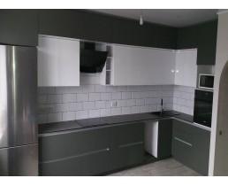 Угловая кухня со встроенной техникой. Фасады AGT Soft Touch 726 и 601
