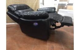 Черное кресло реклайнер с электроприводом для SPA