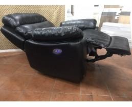 Черное кресло реклайнер с электроприводом для салонов красоты