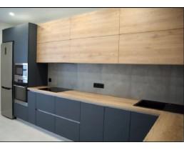 Встроенная кухня без ручек, кухня на заказ с фасадами AGT Soft Touch и Egger. ЖК Seven