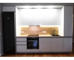 Кухня на заказ с белыми акриловыми фасадами AGT 11049 Снежно белый глянец. Фурнитура Blum