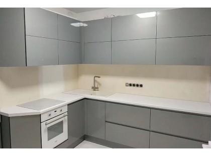 Акриловая угловая кухня на заказ, с фасадами металлик антрацит. Видео.