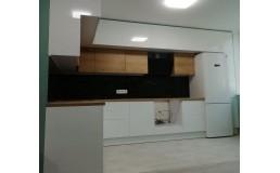 Встроенная кухня на заказ до потолка. Белый глянец и Дуб Гамильтон. Вышгород. Видео