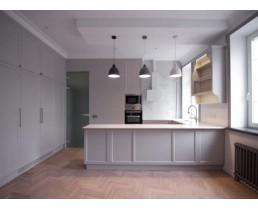 П-образная кухня на заказ с пенальной группой и крашеными фасадами МДФ. Черновцы