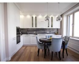 Классическая белая матовая кухня на заказ со встроенной техникой. Фурнитура Blum. ЖK Львовский квартал